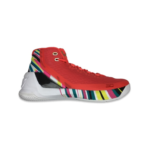 012b531c233c Under Armour Stephen Curry 3 Chinese New Year. M 5b8195a9c9bf50f5a7eae4ee